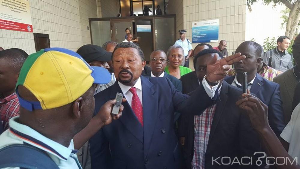 Jean Ping accueilli à l'aéroport de Libreville