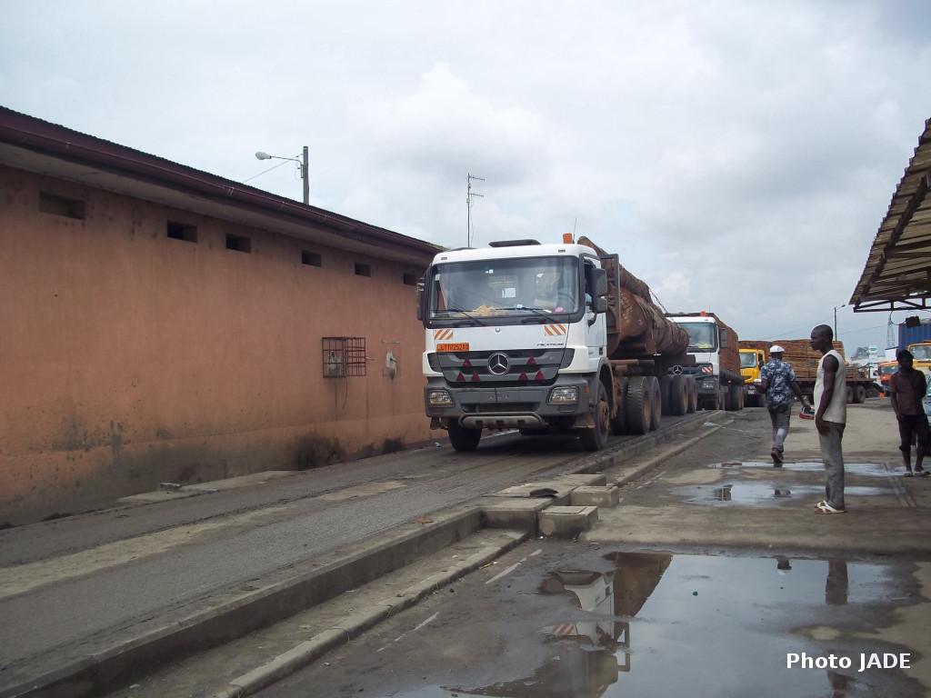 Poste de pesage de la Dibamba à la sortie Est de Douala